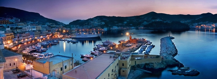 landscape-1435872372-ponza-by-night_crop-photoshop